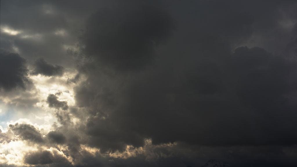 Timelapse dark clouds